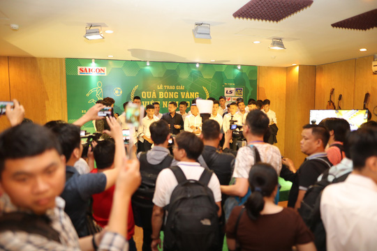 Quang Hải nhận Quả bóng vàng trong hạnh phúc - Ảnh 5.