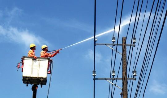 EVNSPC bảo đảm điện cho các ngày lễ, Tết - Ảnh 2.