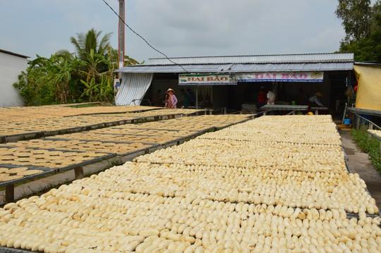Bí quyết thơm ngon của làng chuối khô 100 năm tuổi ở Cà Mau - Ảnh 4.