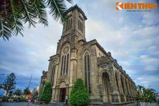 Những nhà thờ cổ đẹp quên lối về ở VN mùa Giáng sinh - Ảnh 12.