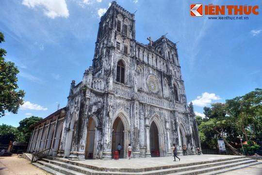 Những nhà thờ cổ đẹp quên lối về ở VN mùa Giáng sinh - Ảnh 18.