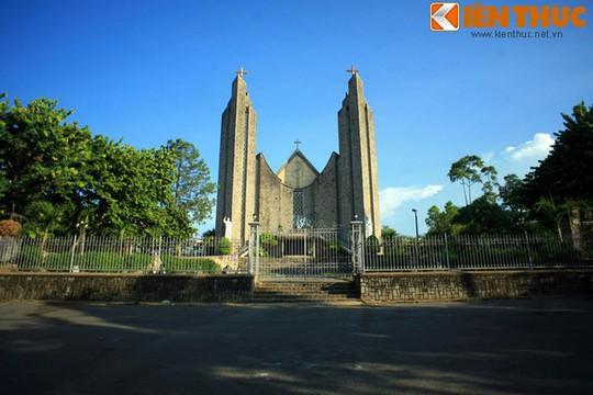 Những nhà thờ cổ đẹp quên lối về ở VN mùa Giáng sinh - Ảnh 7.