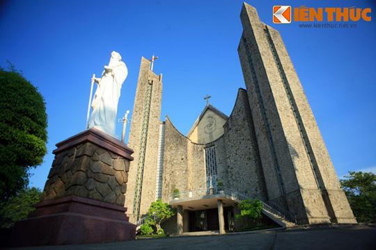 Những nhà thờ cổ đẹp quên lối về ở VN mùa Giáng sinh - Ảnh 8.