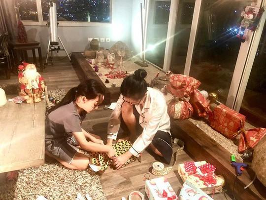 Cùng ngắm các Sao Việt trang trí nhà đón Noel đầy màu sắc - Ảnh 11.