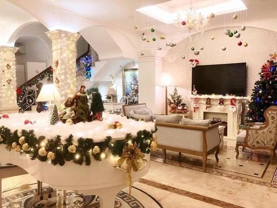 Cùng ngắm các Sao Việt trang trí nhà đón Noel đầy màu sắc - Ảnh 18.