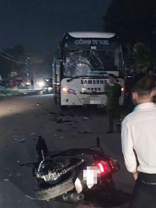 2 thanh niên đi xe SH tử vong sau va chạm với xe chở công nhân Samsung - Ảnh 1.