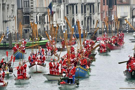 Cận cảnh Giáng sinh rộn ràng khắp thế giới - Ảnh 12.
