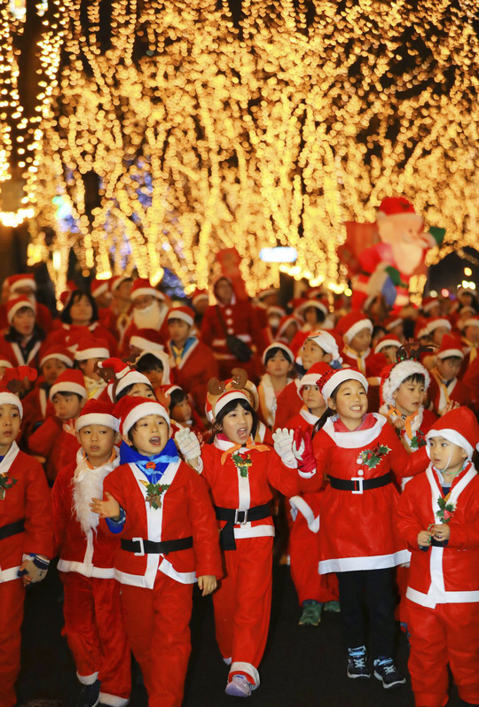Cận cảnh Giáng sinh rộn ràng khắp thế giới - Ảnh 13.