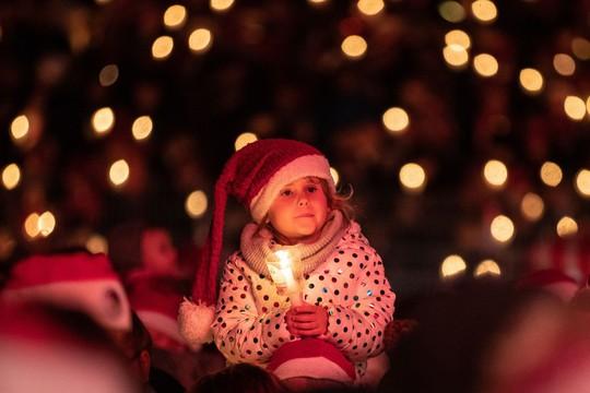 Cận cảnh Giáng sinh rộn ràng khắp thế giới - Ảnh 8.