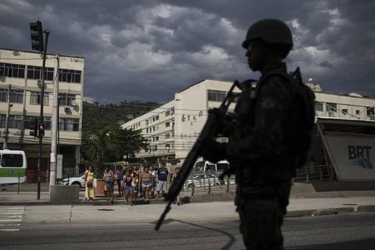 Brazil lập đội xạ thủ có quyền bắn người - Ảnh 1.
