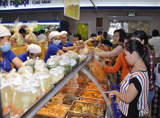 Giảm giá mạnh nhiều sản phẩm tại các siêu thị Co.opmart mới - Ảnh 1.