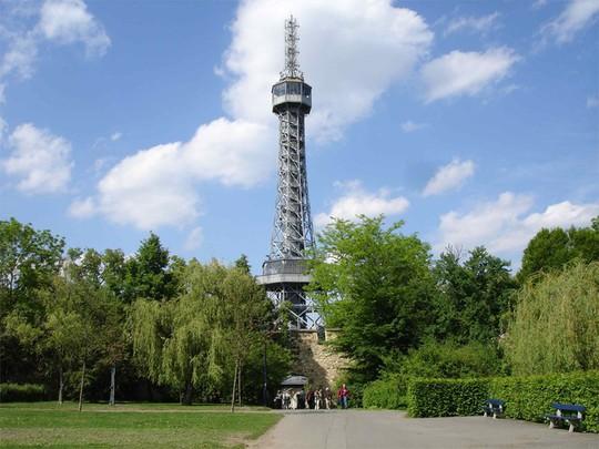 10 nơi ngắm tháp Eiffel mà không cần tới Pháp - Ảnh 3.