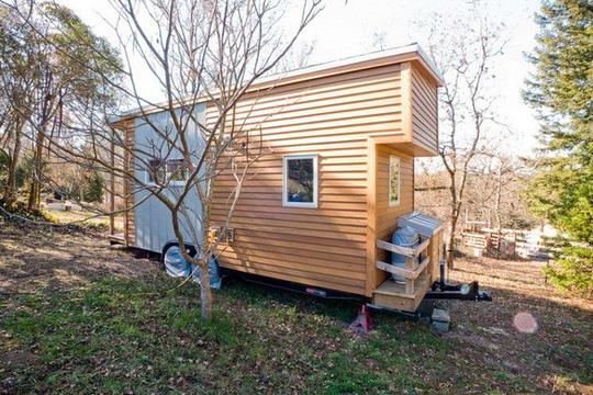 Độc đáo nhà trên xe dùng điện mặt trời đầy đủ tiện nghi - Ảnh 1.