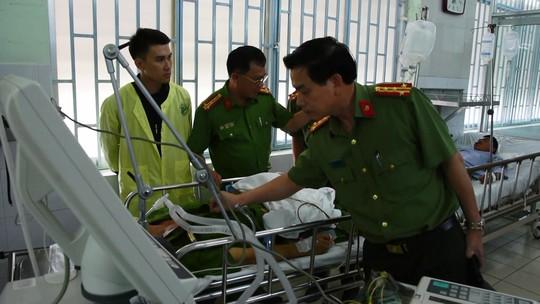 Trung tá Dũng được đồng đội đưa đi cấp cứu nhưng không qua khỏi