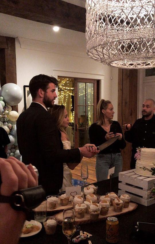 Biệt thự 6 triệu đô nơi Miley Cyrus kết hôn Liam Hemsworth - Ảnh 1.