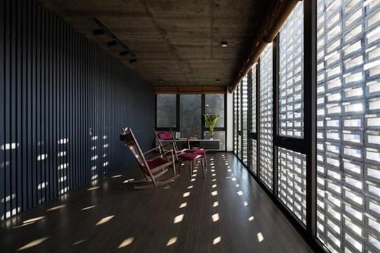 Căn nhà toàn lỗ ở Hưng Yên đẹp ấn tượng trên báo Mỹ - Ảnh 15.