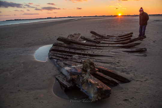 Tàu ma thế kỷ XIX bất ngờ lộ diện trên bờ biển - Ảnh 4.