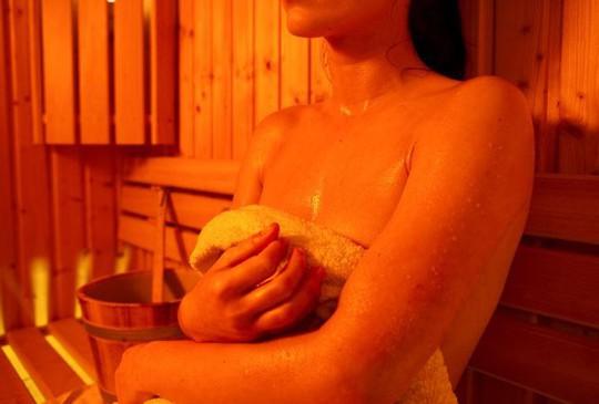 Tắm hơi thường xuyên tốt cho tim mạch - Ảnh 1.