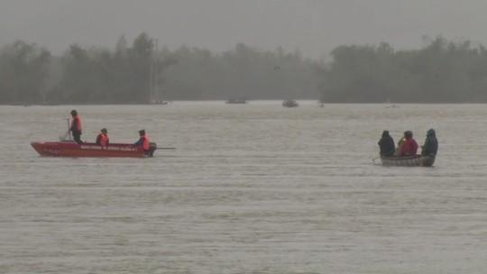 Phú Yên: Một người bị nước lũ nhấn chìm, di dời khẩn cấp hơn 900 người - Ảnh 2.