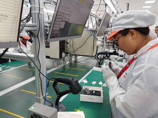 Tận mắt ngắm dây chuyền sản xuất điện thoại Vsmart của Vingroup - Ảnh 8.