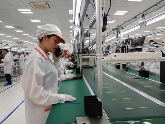 Tận mắt ngắm dây chuyền sản xuất điện thoại Vsmart của Vingroup - Ảnh 10.