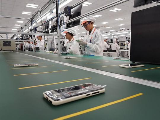 Tận mắt ngắm dây chuyền sản xuất điện thoại Vsmart của Vingroup - Ảnh 1.