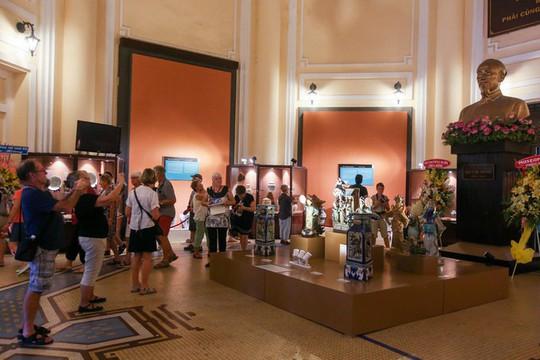 Hơn 100 cổ vật độc lạ được trưng bày ở TP HCM - Ảnh 1.
