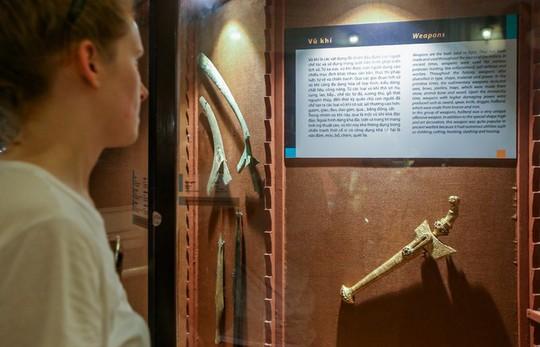 Hơn 100 cổ vật độc lạ được trưng bày ở TP HCM - Ảnh 2.