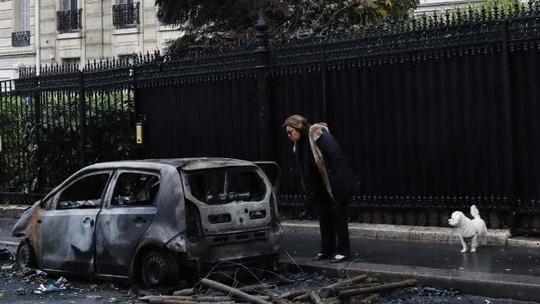 Chính phủ Pháp sớm nhượng bộ người biểu tình - Ảnh 6.