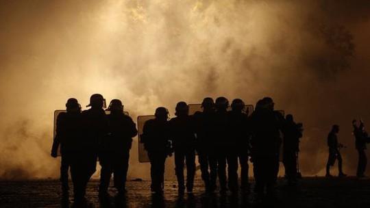 Chính phủ Pháp sớm nhượng bộ người biểu tình - Ảnh 7.