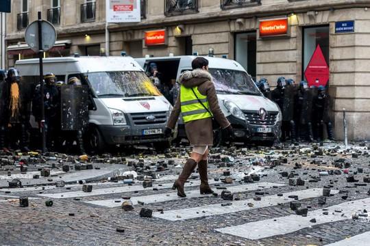 Chính phủ Pháp sớm nhượng bộ người biểu tình - Ảnh 10.