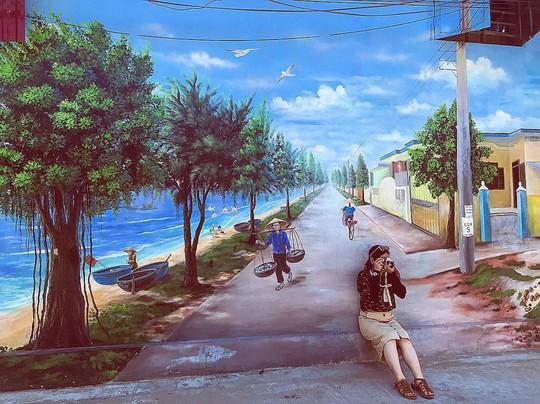 Ngôi làng bích họa đẹp mộng mơ ở Quảng Bình - Ảnh 1.