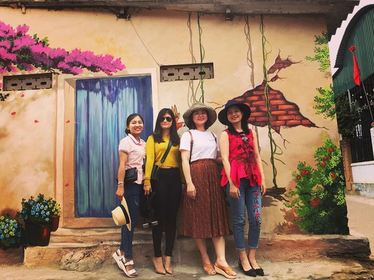 Ngôi làng bích họa đẹp mộng mơ ở Quảng Bình - Ảnh 8.