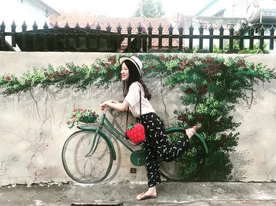 Ngôi làng bích họa đẹp mộng mơ ở Quảng Bình - Ảnh 10.