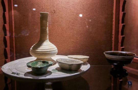 Hơn 100 cổ vật độc lạ được trưng bày ở TP HCM - Ảnh 4.