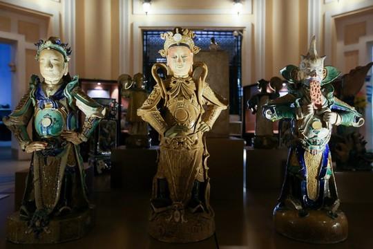 Hơn 100 cổ vật độc lạ được trưng bày ở TP HCM - Ảnh 6.
