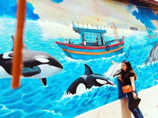 Ngôi làng bích họa đẹp mộng mơ ở Quảng Bình - Ảnh 2.