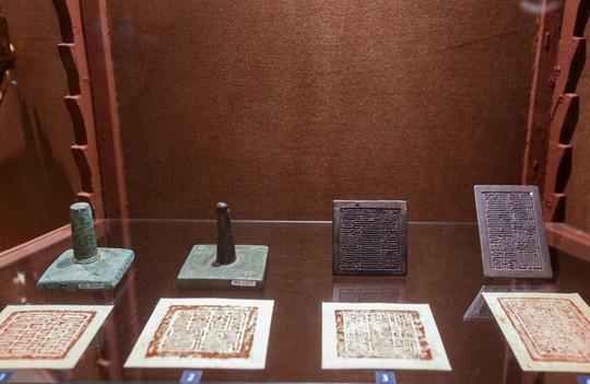 Hơn 100 cổ vật độc lạ được trưng bày ở TP HCM - Ảnh 7.