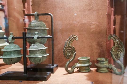 Hơn 100 cổ vật độc lạ được trưng bày ở TP HCM - Ảnh 10.