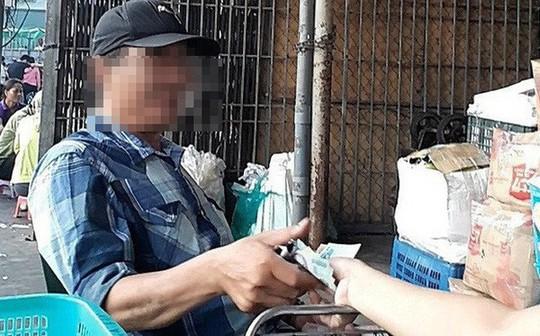 Bắt 3 nghi phạm cưỡng đoạt tài sản trong vụ bảo kê chợ Long Biên - Ảnh 1.
