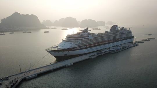 Tàu 5 sao cập cảng tàu khách quốc tế Hạ Long - Ảnh 3.
