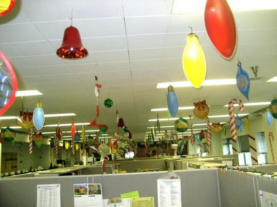 Gợi ý trang trí Noel cho văn phòng công ty đẹp và ấn tượng nhất - Ảnh 12.