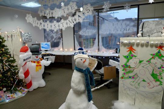 Gợi ý trang trí Noel cho văn phòng công ty đẹp và ấn tượng nhất - Ảnh 14.