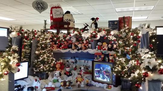 Gợi ý trang trí Noel cho văn phòng công ty đẹp và ấn tượng nhất - Ảnh 19.