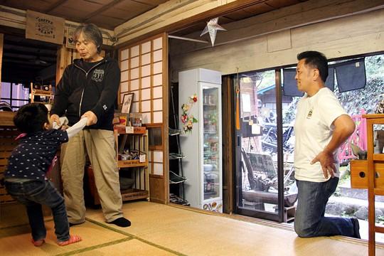 """Ám ảnh những ngôi nhà """"ma"""" ở Nhật Bản - Ảnh 4."""