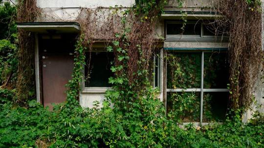 """Ám ảnh những ngôi nhà """"ma"""" ở Nhật Bản - Ảnh 1."""