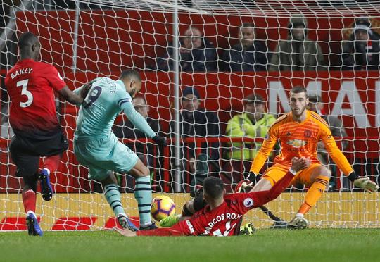 Công làm thủ phá, Man United giương cờ trắng ở Premier League - Ảnh 5.