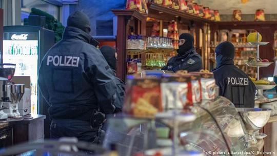 Bố ráp mafia khắp châu Âu - Ảnh 1.