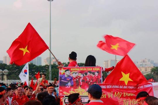 Sân Mỹ Đình nhuộm đỏ, nóng rực trước trận Việt Nam-Philippines - Ảnh 4.