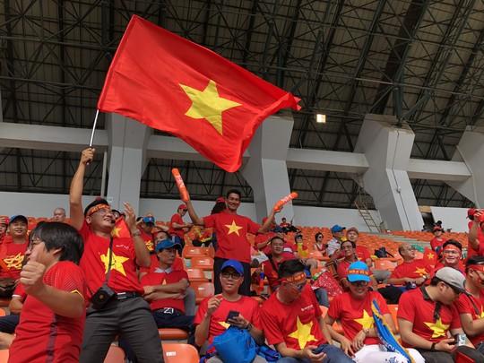 Vừa thắng Philippines, dân Việt đổ xô săn lùng vé sang Malaysia xem chung kết - Ảnh 1.